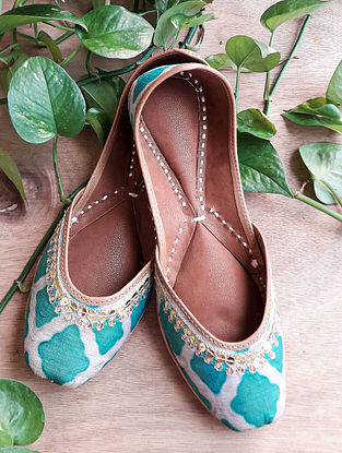 Green Handcrafted Silk Leather Juttis