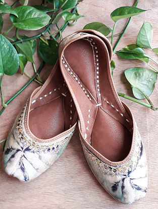 White Handcrafted Silk Leather Juttis