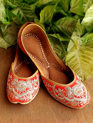Red Handcrafted Raw Silk Leather Juttis