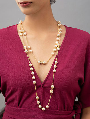 White Gold Tone Beaded Necklace With Pearls