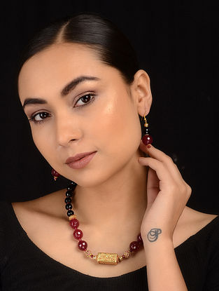 Maroon-Black Gold Tone Necklace with Earrings (Set of 2)