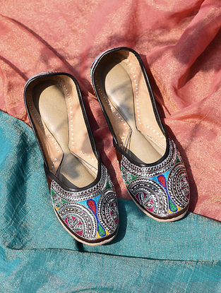 Multicolored Handcrafted Tilla Inspired Leather Juttis