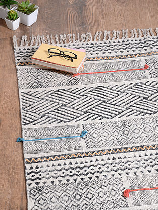 Black-White Handwoven Cotton Rug (6ft 2in x 4ft)