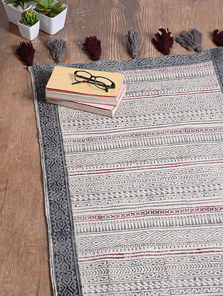 Black-White Handwoven Cotton Rug (6ft x 3ft 10in)