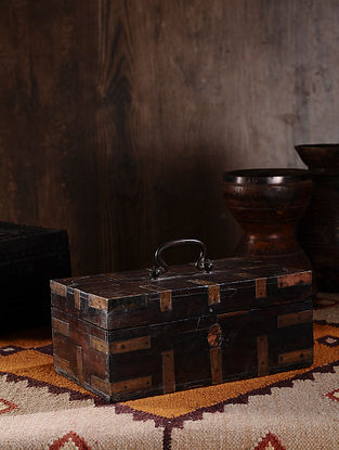 Vintage Hand Carved Wood Chest (L:13in, W:7.5in, H:5.2in )