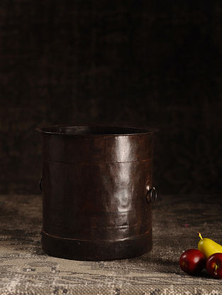 Brown Iron Vintage Pot (L- 8.2in, W- 8.2in, H- 8in)