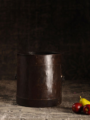 Brown Iron Vintage Pot (L- 8.2in, W- 8.2in, H- 8.1in)