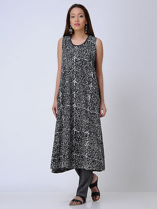 Black-Ivory Printed Knitted Cotton Kurta with Contrast Piping