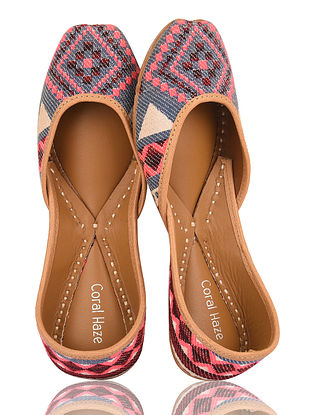 Pink-Multicolored Handcrafted Leather Jacquard Juttis