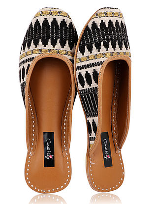 White-Black Handcrafted Jacquard and Leather Juttis