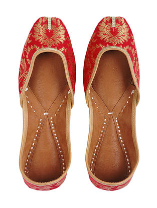 Red Brocade and Leather Juttis