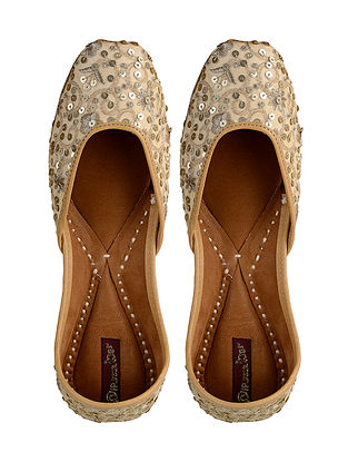 Beige-Gold Hand-Embroidered Leather Jutti