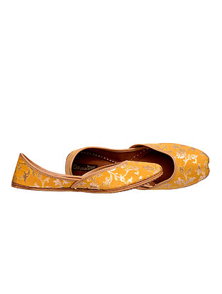 Yellow Handcrafted Leather Juttis