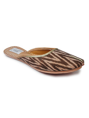 Brown Handcrafted Ikat Cotton and Leather Mojaris