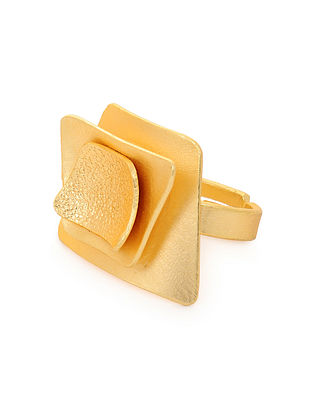 Gold Tone Handcrafted Ring (Ring Size: 6)