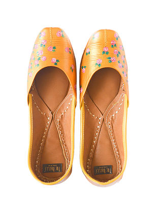 Dull Gold Handpainted Leather Juttis