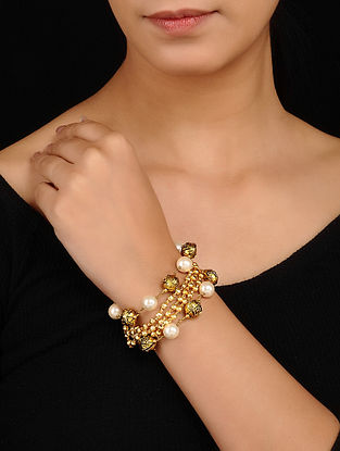 Gold Tone Bracelet with Pearls