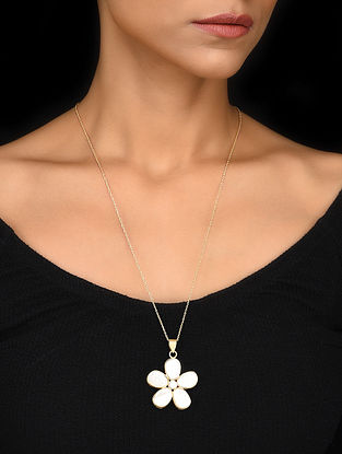 Gold Tone Mother of Pearl Silver Pendant with Chain