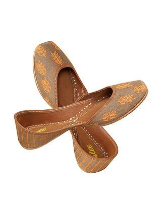 Brown Dabu Printed and Embroidered Leather Jutti