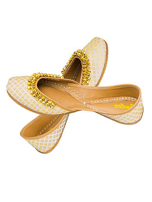 Ivory Embellished Brocade Silk and Leather Juttis for Women