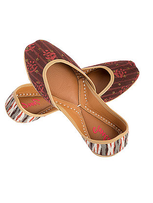 Rust-Brown Zari Embroidered Printed Cotton and Leather Juttis for Women