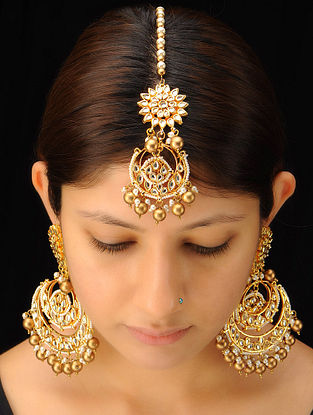 Classic Halfmoon Mangtika With Pair of Earrings