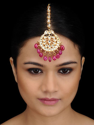 Pink Kundan-inspired Gold Tone Maang Tikka with Floral Motif