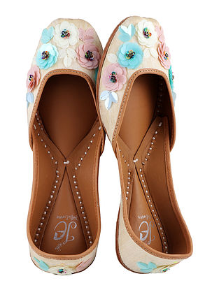 Cream-Multicolor Handcrafted Juttis