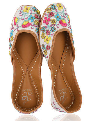 White-Multicolored Embroidered Silk Juttis
