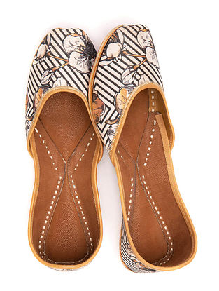 Black White Handcrafted Printed Leather Juttis