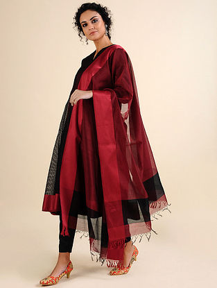 RAAINA - Red-Black Handloom Maheshwari Dupatta