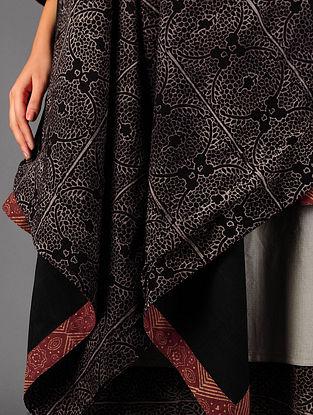 Black  Ajrakh Lined Cotton Cape By Jaypore