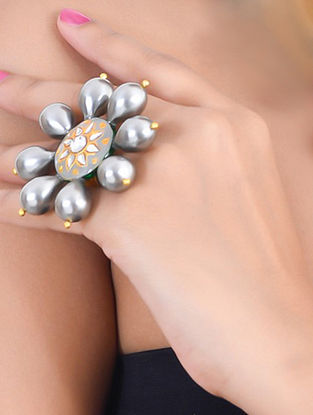 Grey Gold Tone Kundan Enameled Ring with Pearls
