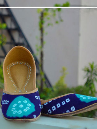 Blue-Green Handcrafted Bandhani Leather Juttis