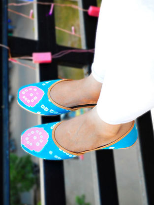 Blue-Pink Handcrafted Bandhani Leather Juttis