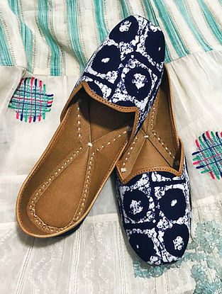 Blue-White Handcrafted Leather Juttis