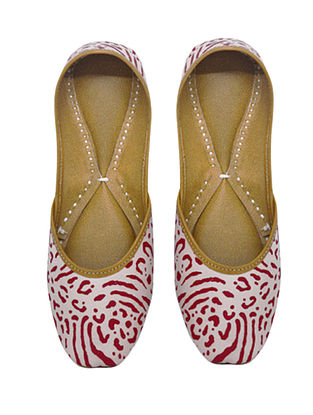 White-Red Handcrafted Leather Juttis