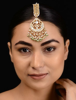 Kundan-inspired Gold Tone Silver Maangtika with Pearls