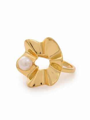 Gold Tone Silver Ring with Pearl (Ring Size: 5.6)