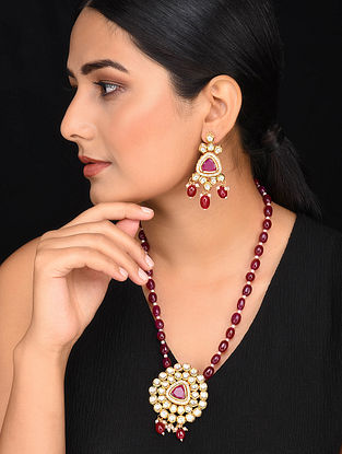 Marroon Gold Tone Kundan Necklace with Earrings (Set of 2)