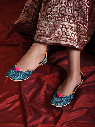 Blue Handcrafted Printed Juttis