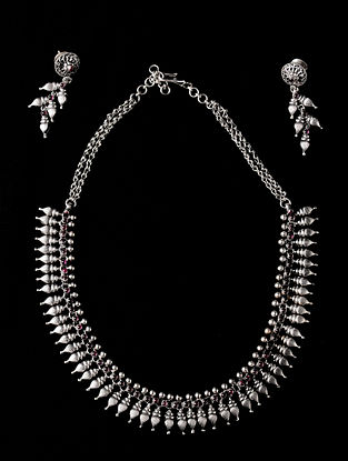 Classic Silver Silver Necklace & Pair of Earrings