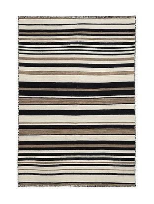 Black-White Hand Woven Wool Kilim Carpet (5.7ft x 4ft)