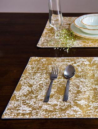 Navroz Hues Matte Beige and Gold Cotton Table Mats (Set of 6) (19in x 13in)