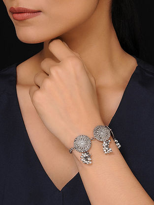 Silver Tone Bracelet with Pearls
