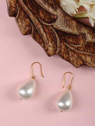Gold Earrings with Shell Pearl