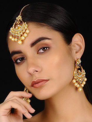 Gold Tone Kundan Inspired Earrings With Maang Tikka(Set of 2)