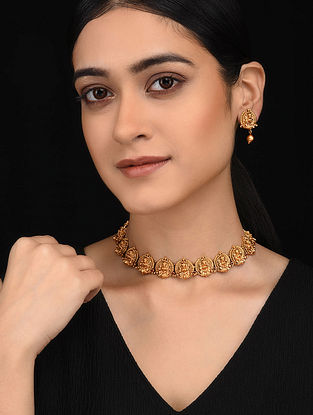 Gold Tone Necklace with Earrings (Set of 2)