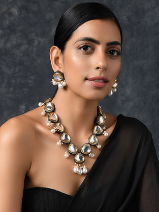 Dual Tone Kundan Necklace and Earrings with Pearls