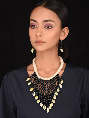 Black White Handcrfated Necklace with Earrings (Set of 2)